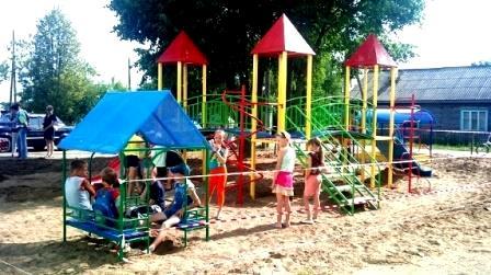 игры детей на детской площадке