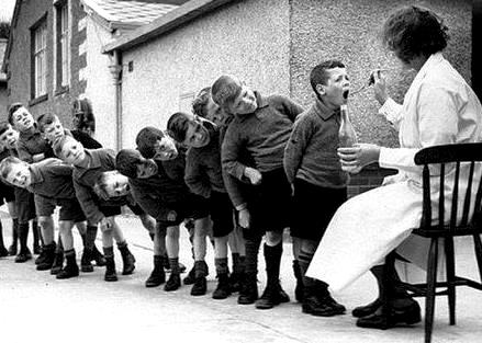 профилактический медосмотр в советской школе